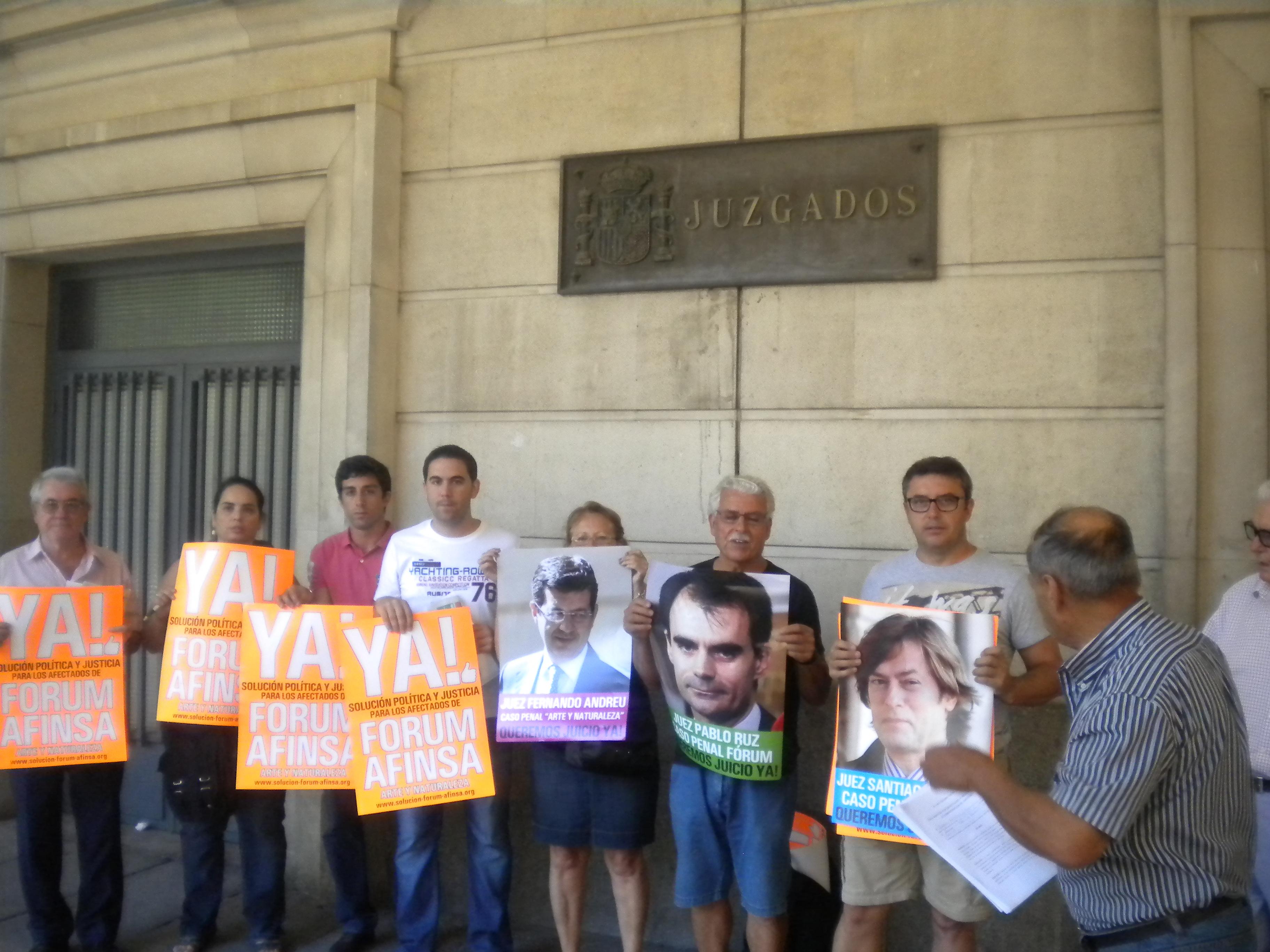 SEVILLA- ANDALUCÍA. LUGAR: Juzgados de Sevilla (prado de San Sebastian) a las 11:00 horas. Concentración y entrega de quejas a la Justicia.