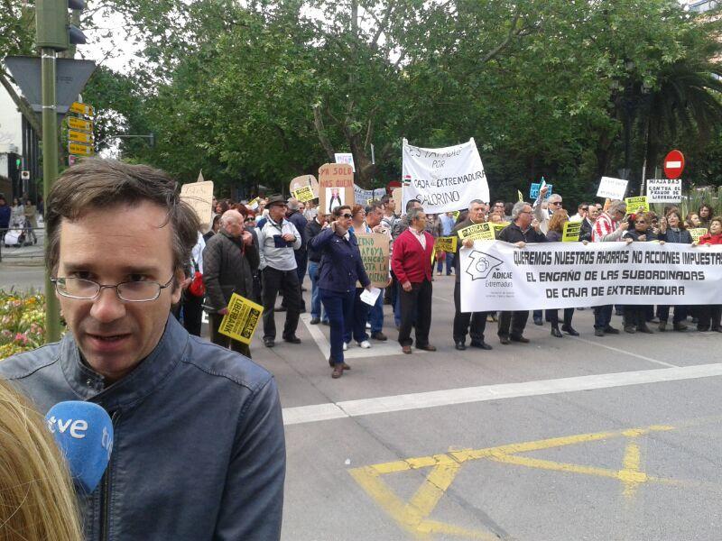 Movilización contra las subordinadas de Caja de Extremadura