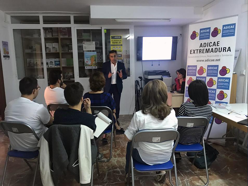 Taller sobre seguros en nuestra sede de Badajoz. Tu participación junto a la de muchos otros consumidores es esencial para la defensa de tus derechos y para conseguir una necesaria transparencia en la contratación responsable.