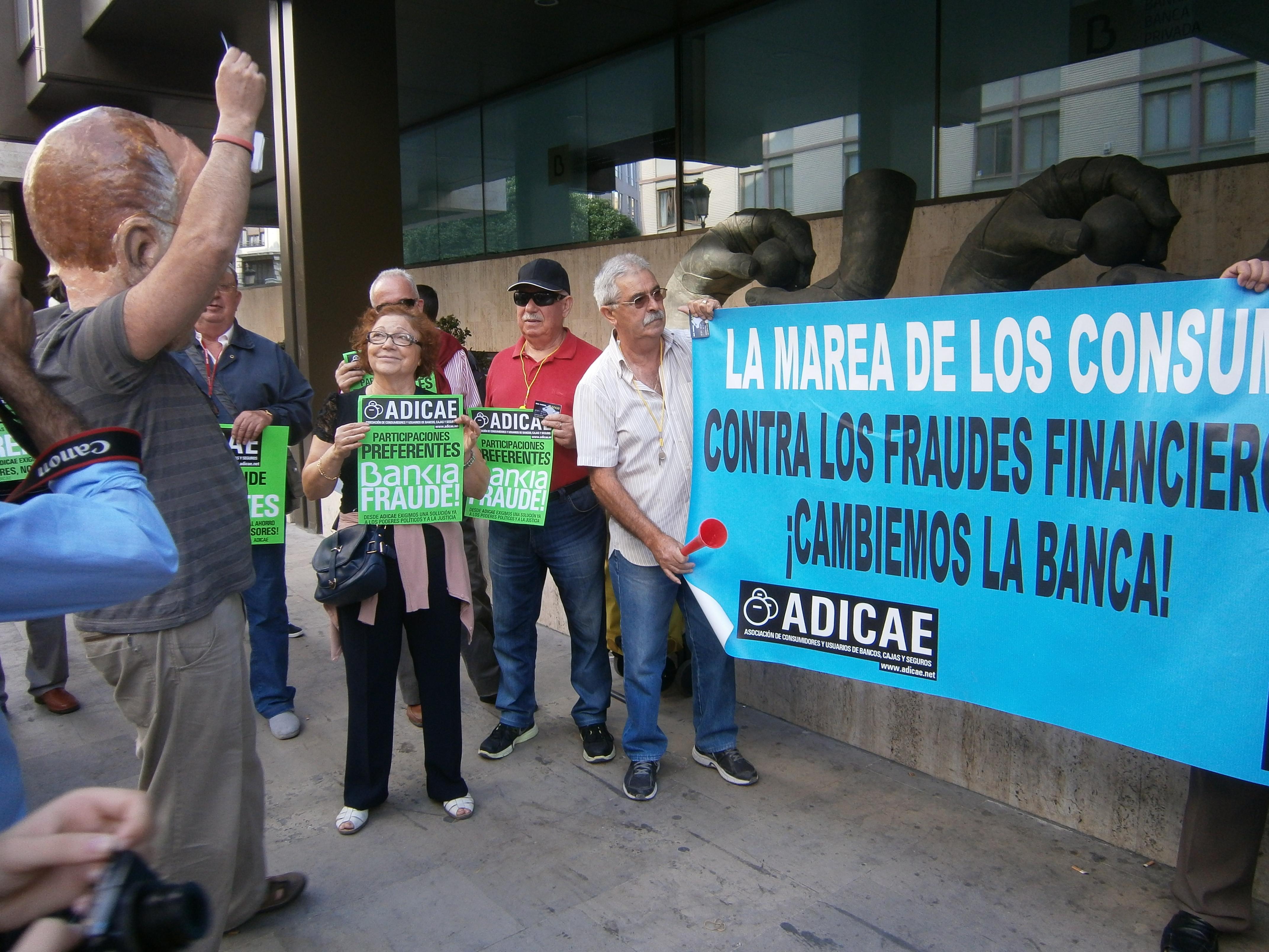 Día Mundial del Ahorro 2014. Acción reivindicativa frente a Bankia en Valencia.