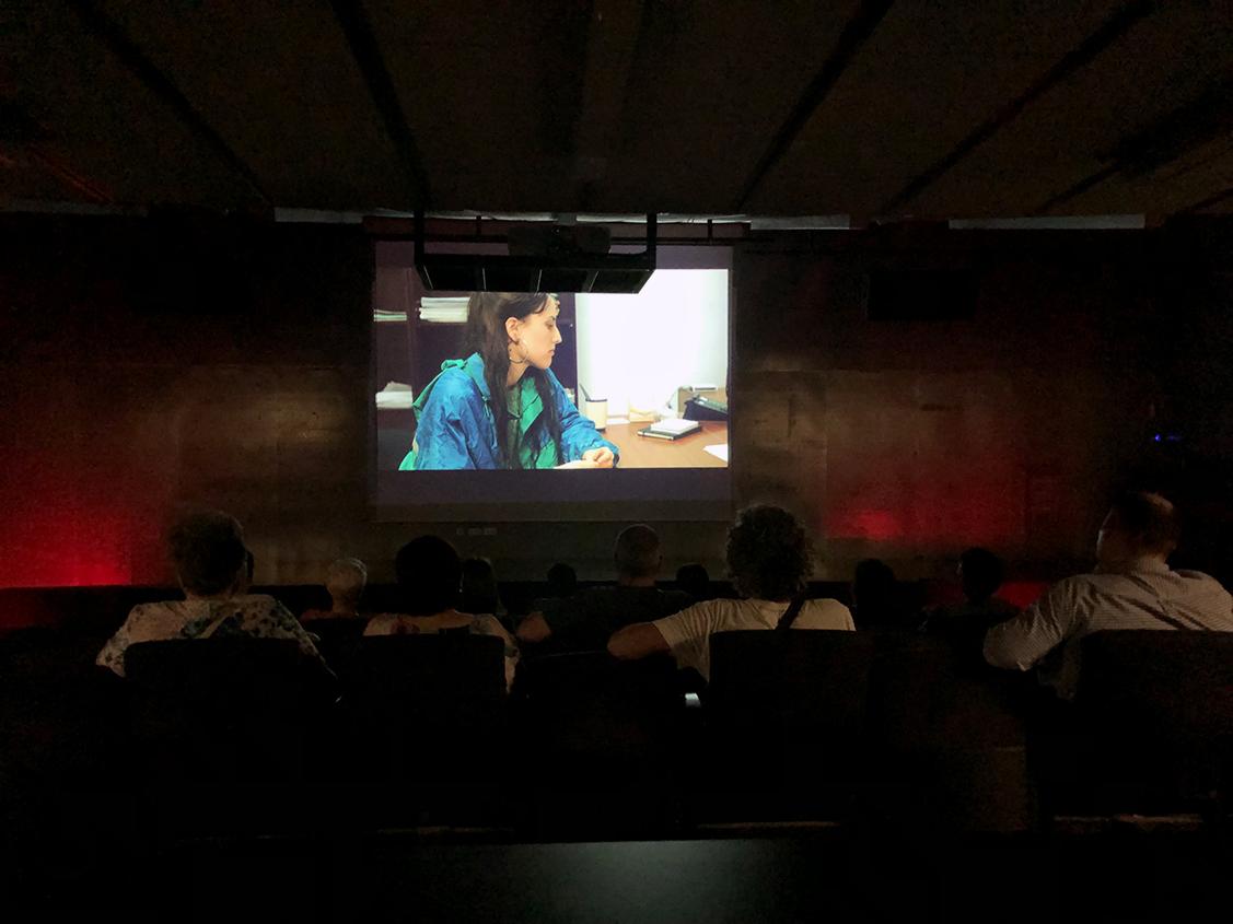 El grupo de participación de soci@s de vivienda y alquiler nos presentó la película 'Techo y comida' de Juan Miguel del Castillo. Un film con varios premios que realiza una crítica sobre un hecho duro y lamentablemente muy real.