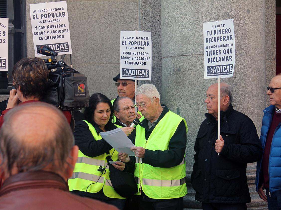 Concentración de nuestros socios y pequeños accionistas frente al Banco Santander para recuperar los ahorros perdidos por la venta del B. Popular.