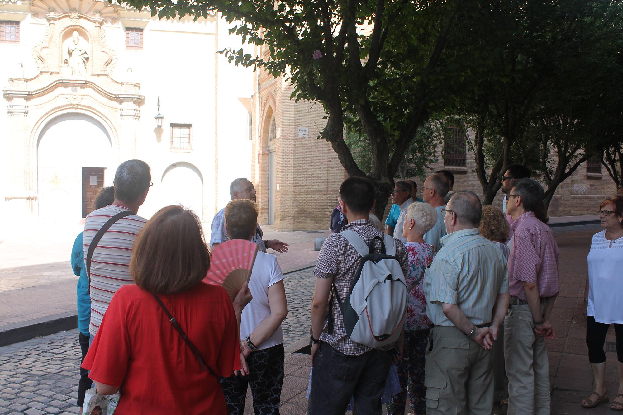 Visita de los socios de AICAR ADICAE al monasterio del Santo Sepulcro, convento de la ciudad aragonesa. Un complejo arquitectónico monástico de estilo mudéjar.