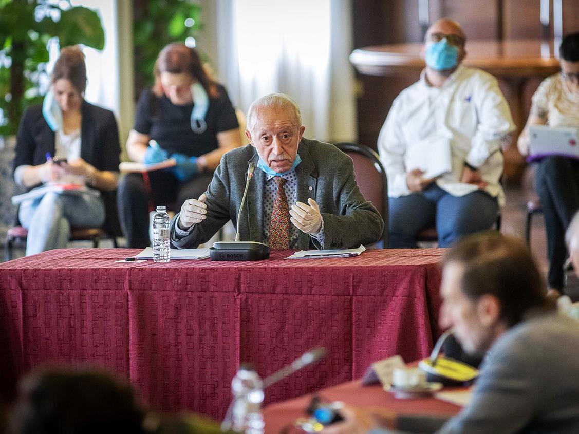 Intervención de Manuel Pardos, Presidente de AICAR ADICAE, en la 'comisión por el futuro de Zaragoza' en defensa de todos los consumidores y en primera línea del proyecto para una ciudad mejor.