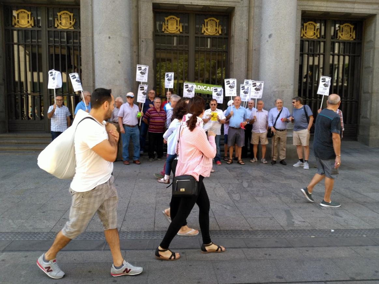 Concentraciones ante el Banco Popular para exigir a la Junta Única de Resolución (JUR) una ampliación justa del plazo consulta para todos los afectados por este caso colectivo.