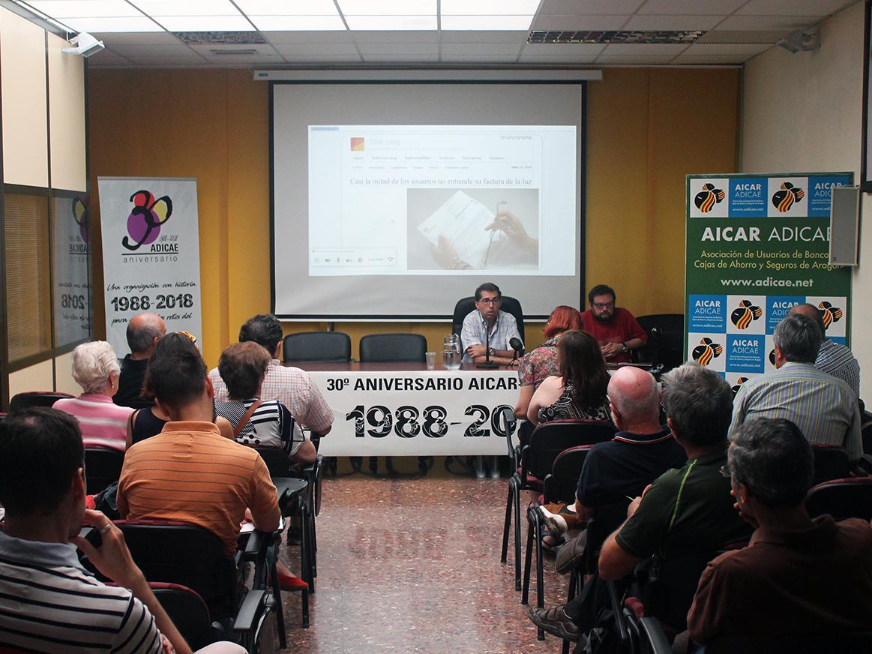 Conferencia donde pudimos conocer de primera mano las alternativas que tenemos todos los consumidores a la hora de contratar nuestros suministros básicos de la mano de José María Yusta, Profesor de Ingeniería Eléctrica de la Universidad de Zaragoza.