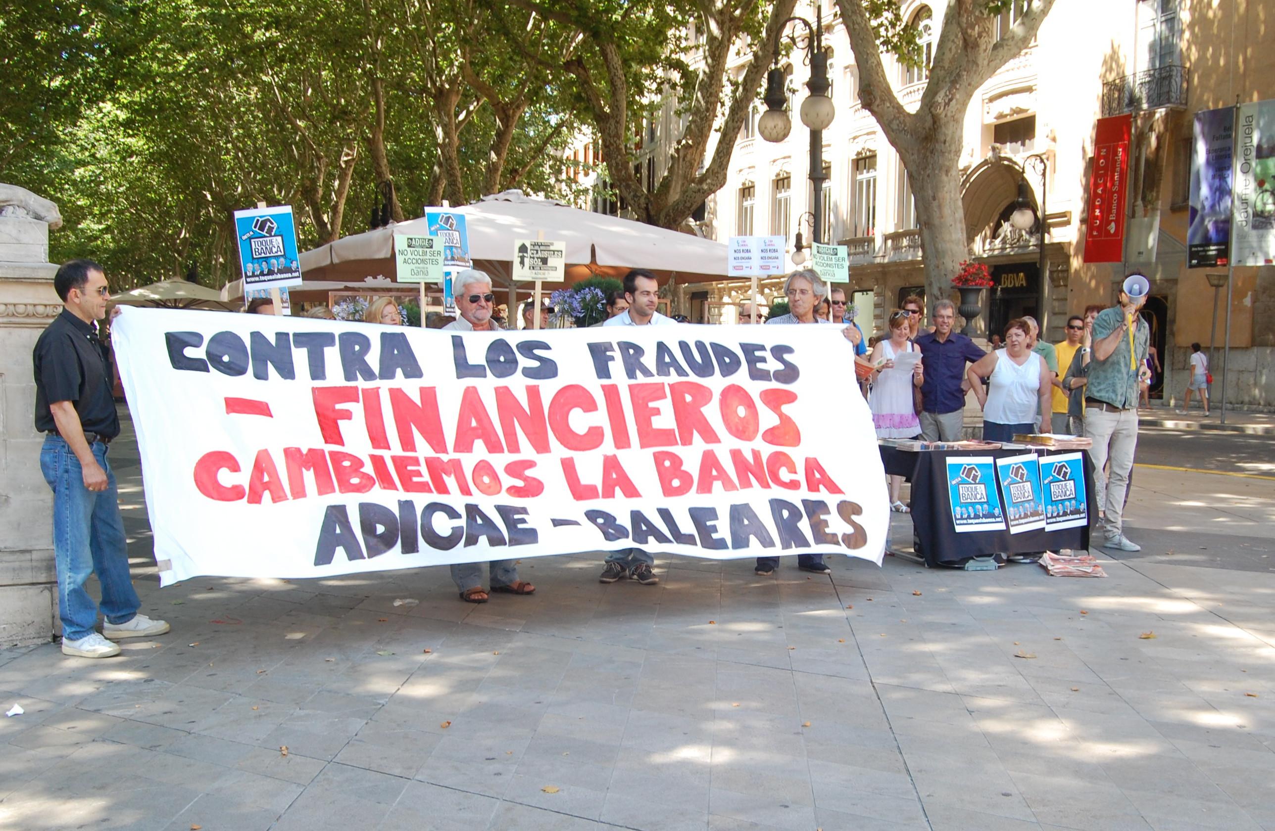 Manifestación contra los fraudes financieros.