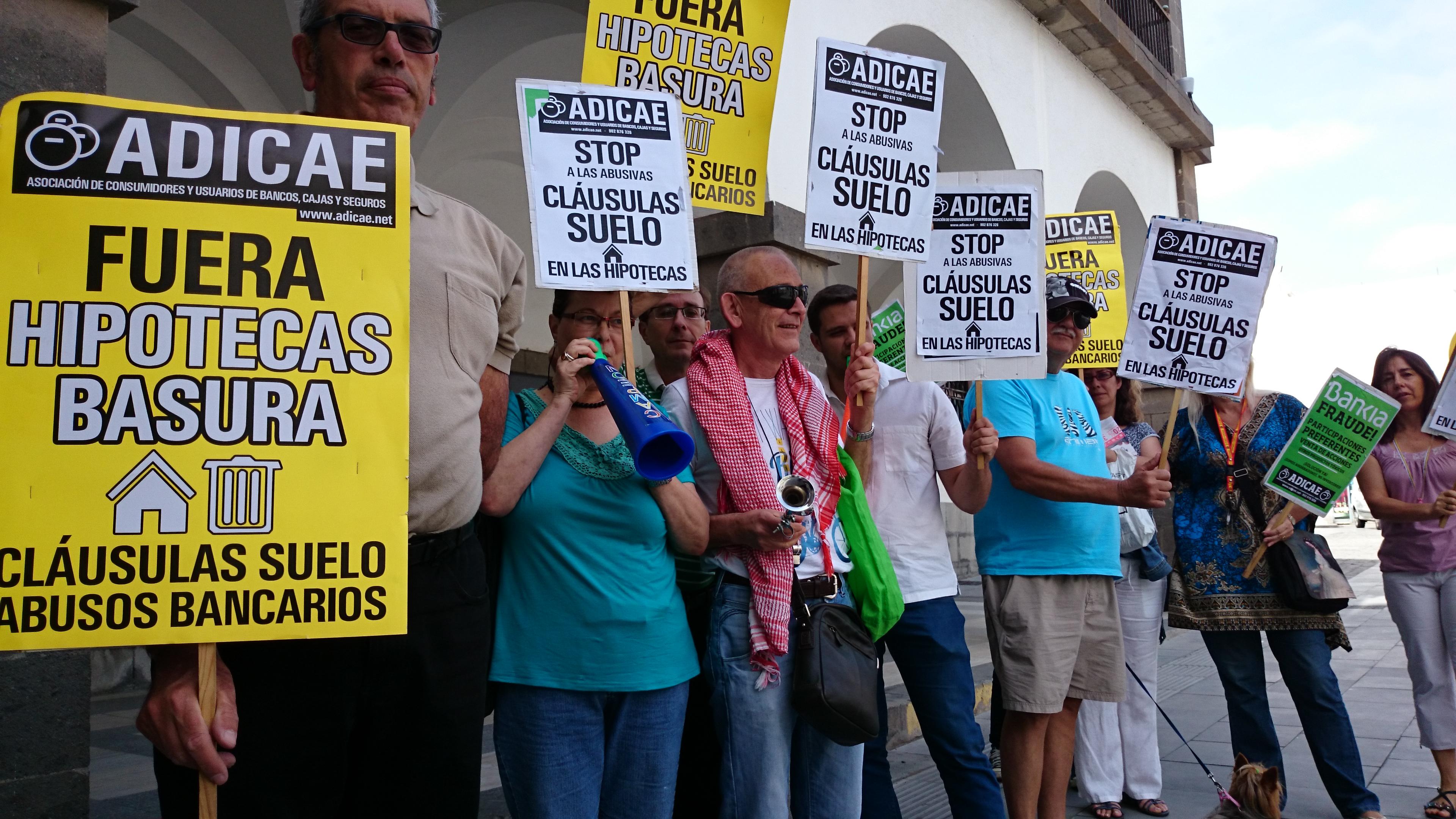 Concentración protesta contra las cláusulas suelo.
