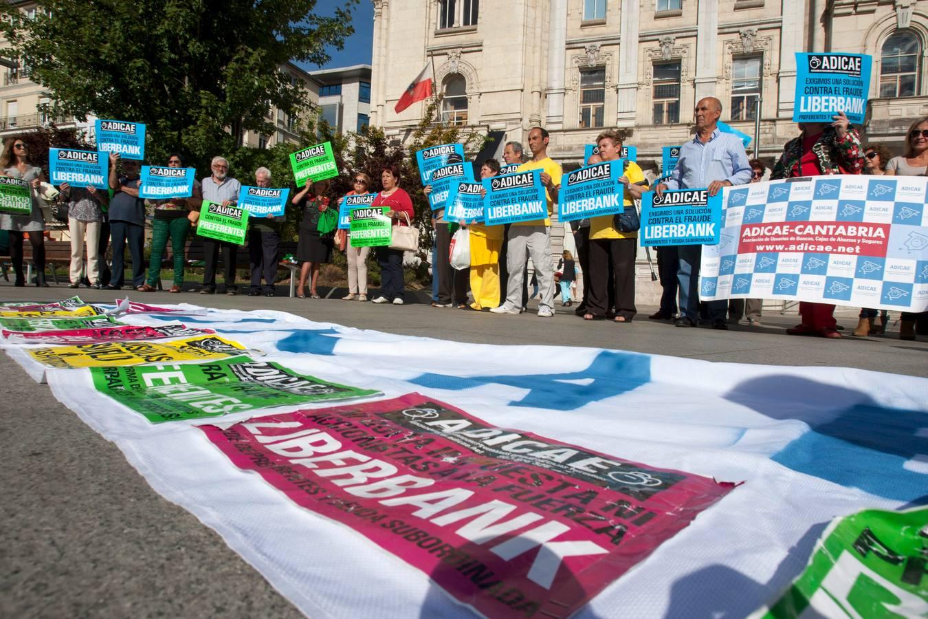 ADICAE a pie de calle en defensa de los derechos de todos los usuarios. Únete a nosotros!
