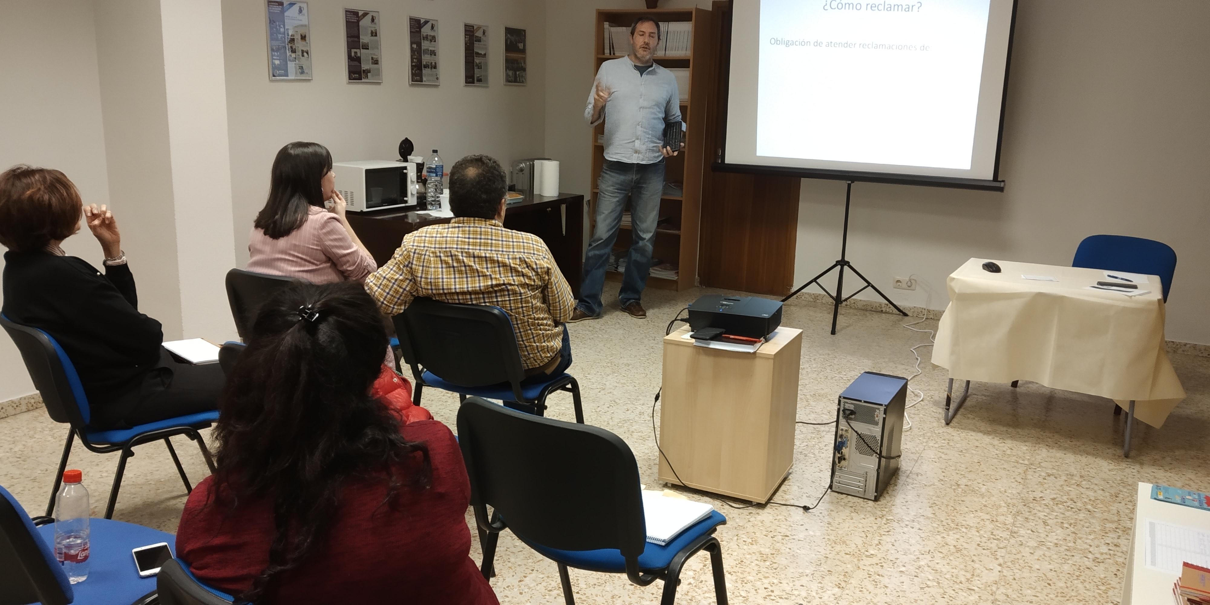 César García González, Doctor en Derecho de Seguros y Mediador de Seguros, durante su intervención en el Café-Tertulia sobre Seguros de Hogar y Salud en Toledo 2018